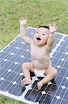 Panneaux solaires avec bébé