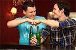 Les amis dans un bar / restaurant
