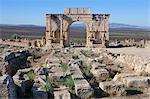 Triumphal Arch und römische Ruinen, Volubilis, in der Nähe von Menkes, Marokko