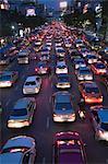 Soir trafic sur Rajdamri Road, Bangkok, Thaïlande