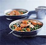Salade de pois, carottes et crevettes