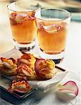 Cocktail de Champagne avec liqueur et roses