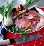 Rohe Dicke Runde Salz Schweinefilet mit Gemüse