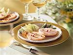 Plaque avec deux tranches de foie gras