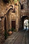 Spello, Ombrie, Italie rue pavée