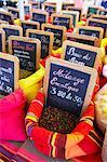 Gewürze am Markt, Carcassonne, Aude, Languedoc-Roussillon, Frankreich