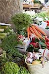 Légumes au marché, St Tropez, Var, Provence, Provence-Alpes-Cote d'Azur, France