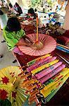 Thaïlande, Chiang Mai, Borsang Village de parapluie, fabrication de parapluie