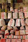 Different sculpté les côtelettes avec des caractères chinois