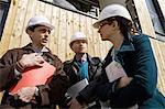 Bauunternehmer im Gespräch mit Business-Leute