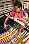 Femme tissage tissu Ikat, Sumba (Indonésie)