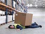 Arbeiter von Box im Warehouse abgeflacht