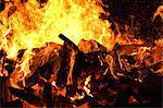 Grand feu avec des flammes