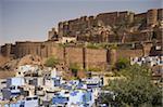 La ville bleue dominée par la colline Mehrangarh Fort, Jodhpur, Rajasthan, Inde, Asie