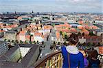 Les touristes cherchant à vue depuis le XVIIe siècle Vor Frelsers église, Copenhague, Danemark, Scandinavie, Europe