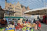 Marché place du marché, vieille ville, patrimoine mondial de l'UNESCO, Bruges, Flandre, Belgique, Europe