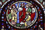 Vitrail dans la basilique d'Ainay représentant Jésus donnant les clés à Saint Pierre, Lyon, Rhône, France, Europe