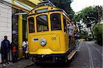 Un tramway classique sur la route de Santa Teresa à Rio de Janeiro, au Brésil, en Amérique du Sud