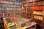 Livres à vendre, marché aux puces Les Puces de Saint-Ouen, Porte de Clignancourt, Paris, France, Europe