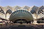 La façade de la gare d'Oriente, construit pour l'Expo 98, à Lisbonne, Portugal, Europe