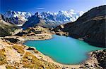 Refuge de Lac Blanc surplombant les Aiguilles de Chamonix, Alpes, France