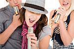 Amis chanter ensemble en bande