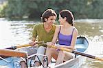 Paar Rudern Ruderboot zusammen auf See
