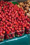 Fraises à un marché en plein air