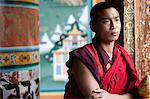 Moines au monastère près de Thimpu Bhoutan Tango
