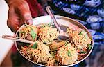Speisen im Krishna-Tempel, Udupi, Bundesstaat Karnataka, Südindien
