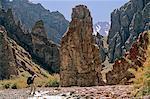 Le sentier de montagne à l'ouest de nord-est de Stok Kangri, Ladakh, Inde