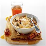 Bouillie avec des graines et d'yaourt