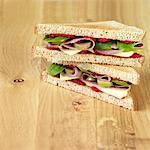 Rindfleisch, Käse und Oliven-Sandwich