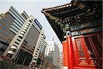 Contraste des bâtiments traditionnels et modernes en Chine.,