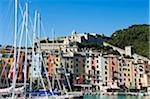 Maisons et port de couleur pastel de front de mer de Cinque Terre, Portovenere, Italie, Ligurie,