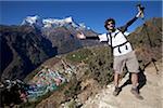 Népal, région de l'Everest, Namche Bazar, la vallée de Khumbu. Randonneurs sur le sentier de l'Everest Base Camp en revenant sur Namche Bazar