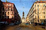 Russie, Saint-Pétersbourg ; Une sculpture du poète russe Alexandre Pouchkine, debout dans la rue Pushkinskaya juste à côté de Nevsky Prospekt