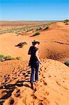 Australie, Queensland, Simpson Desert National Park, Birdsville. En cours d'exécution sur une dune de sable dans le désert de Simpson.
