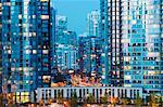 Kanada, British Columbia, Vancouver, Wohngebäude in der Nacht