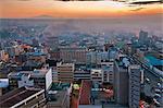 Kenya, Nairobi. Nairobi au lever du jour avec le mont Kenya s'élevant dans le lointain.