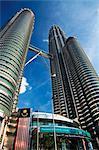 Malaisie, Melaka, Kampong Dollah, vue d'ensemble des tours Petronas et son entrée.