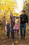 Famille, marche en forêt