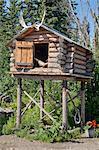 Blockhaus-Cache am Chena Indian Village ein Mock-Dorf auf Riverboat Entdeckungstour entlang der Chena River, Fairbanks, Alaska Interior Sommer