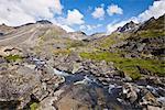 Vue panoramique du ruisseau Reed Reed Lakes sentier dans les montagnes Talkeetna dans Archange vallée, Hatcher Pass, centre-sud de l'Alaska, l'été