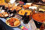 Mexikanische Gerichte auf dem indischen Curry-Festival in Brick Lane, London, England