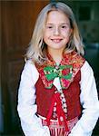 Portrait d'une jeune fille portant un costume national.