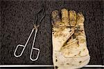 Fabrique de dalles de moquette, essais de laboratoire, gants de sécurité et creuset pinces couverte en bitume