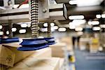 Robot de manutention pneumatique avec ventouses conçus pour soulever des boîtes en carton en entrepôt et de ressorts techniques