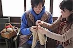 Paar zusammen stricken
