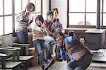 Junge Menschen, die eine Aufnahme